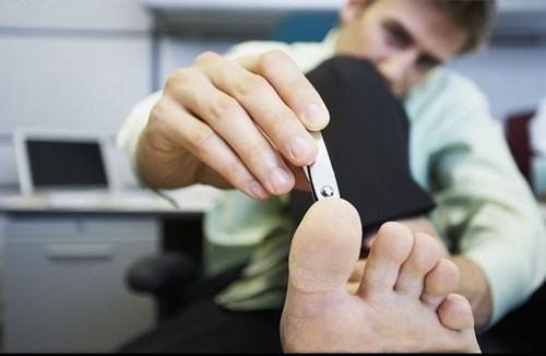 糖尿病足患者如何修剪趾甲